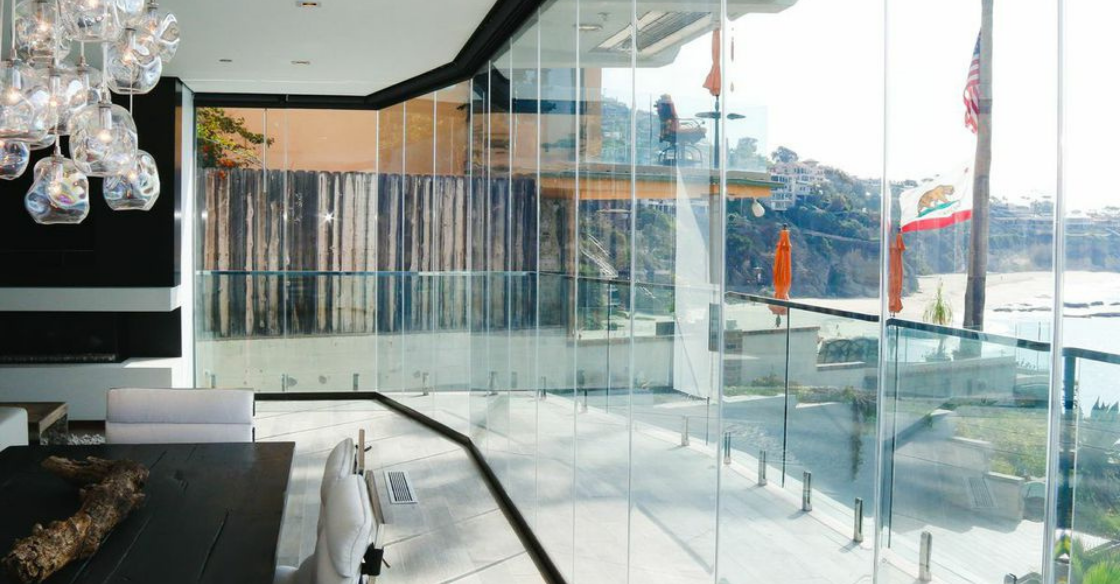 Office with ocean views using Cover Glass frameless doors