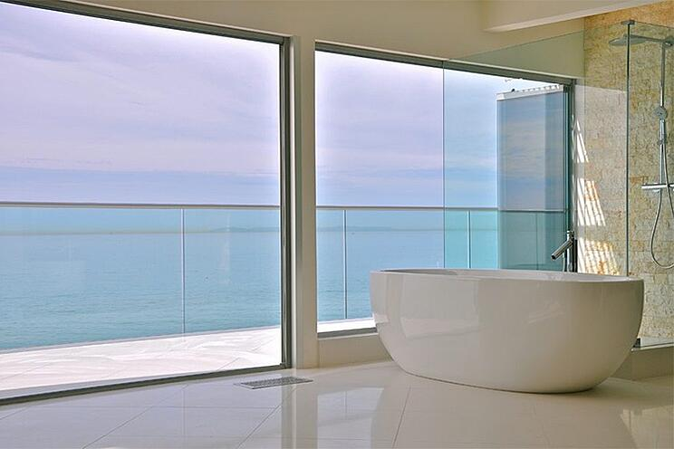 Glamorous Modern Home Trends Featuring Interior Glass Walls and Doors | Cover Glass USA