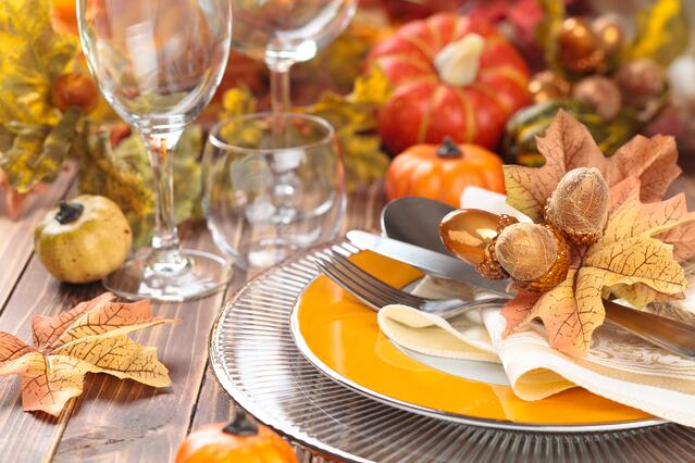 Thanksgiving_table_Thanksgiving Décor Checklist.jpeg