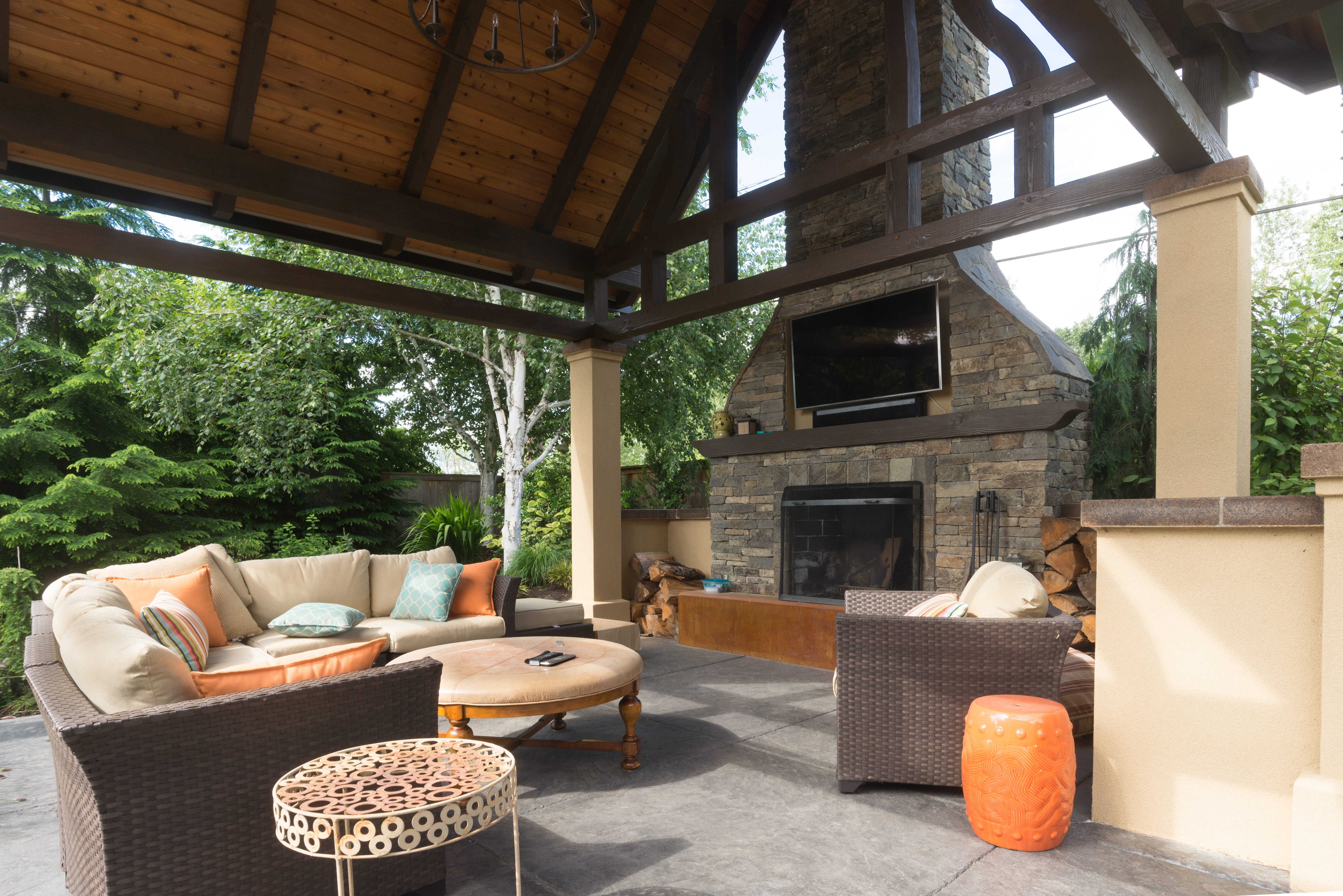 outdoor-living-space-entertainment-options