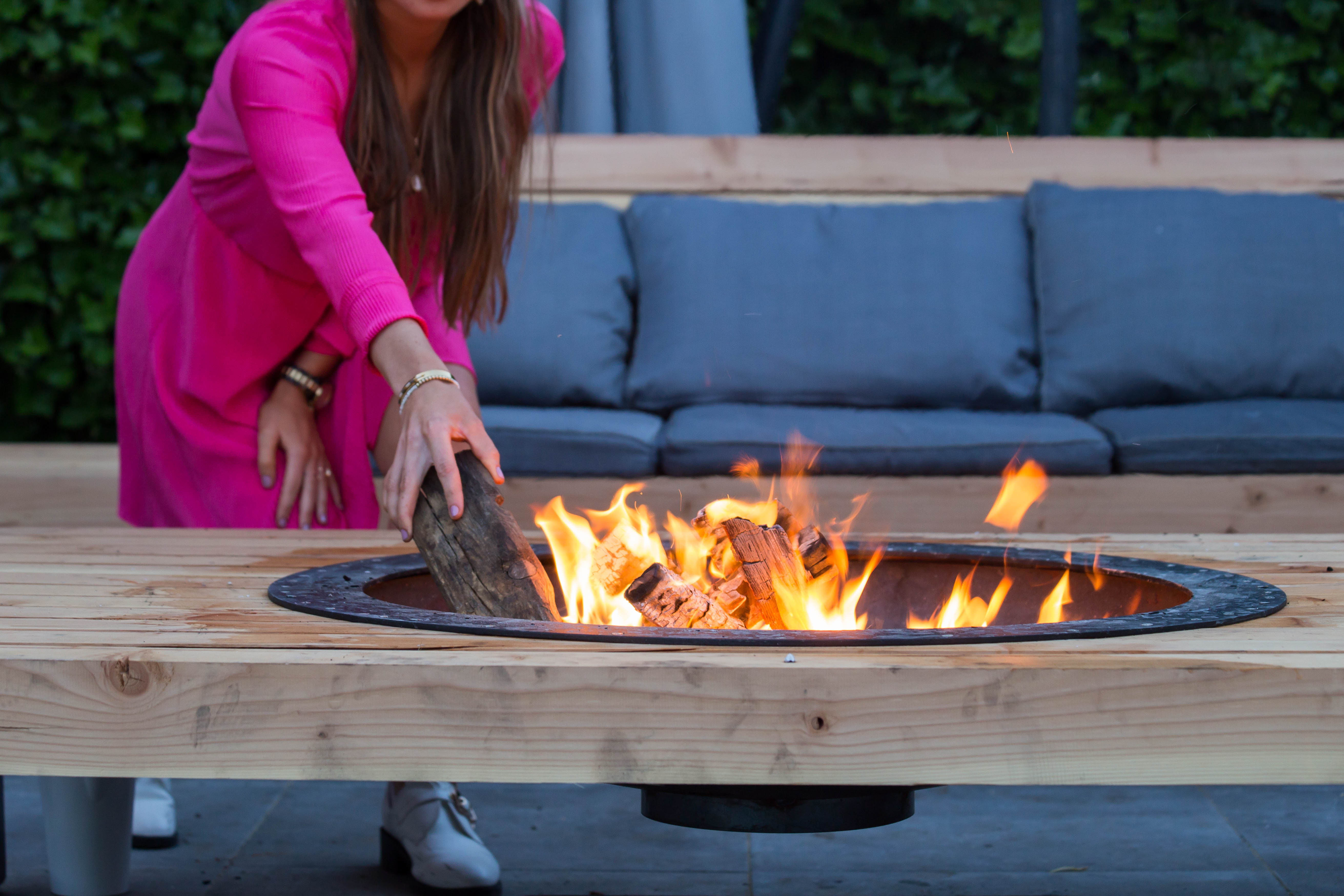 outdoor-living-space-fire-pit