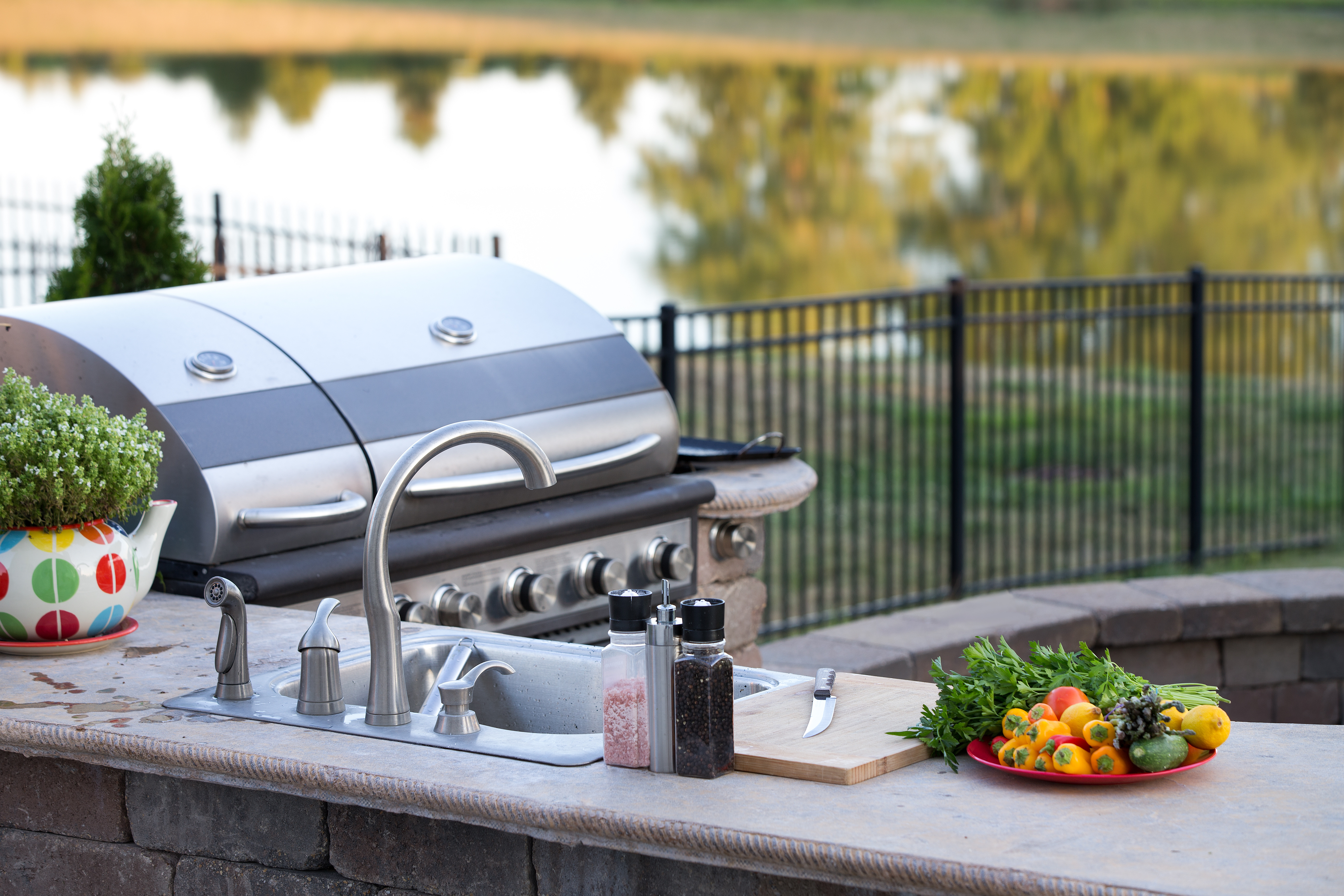 outdoor-living-space-outdoor-kitchen