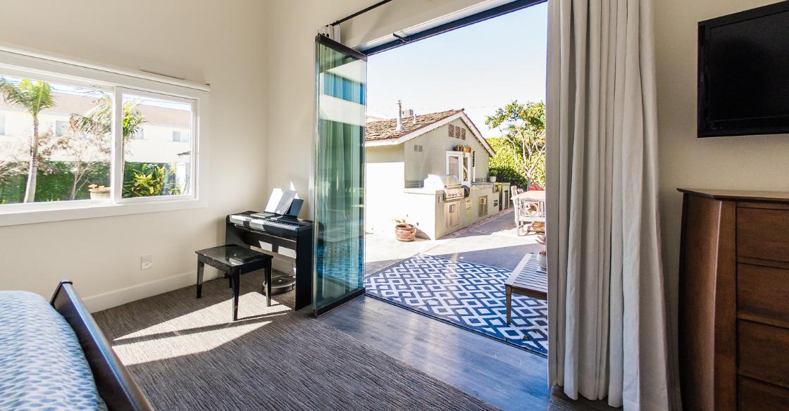 Cover Glass frameless doors in the bedroom