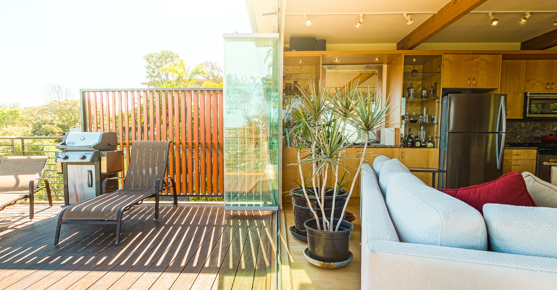 Frameless glass doors protect from UV rays